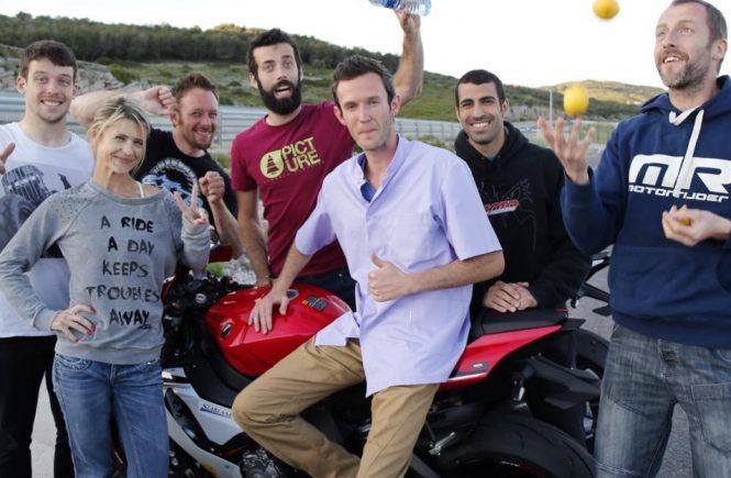 "Kévin Cherpillod avec l'équipe du magasine ""Moto et Motard"""